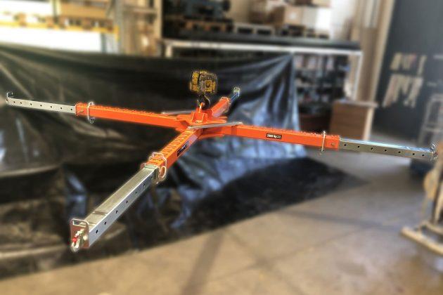 bilancino a croce telescopico con ganci regolabili richiudibile in posizione di massima estensione dei bracci