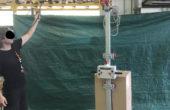 forca per quarto di pallet con sistema a ventosa antiribaltamento per cartoni